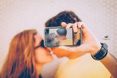 fotos com namorado sessão de fotos foto com celular na mão-Foto com namorado, foto de casal, Fotógrafo @fabiovitorfotografia (Instagram) Poses, Bangles, Bracelets, Couples, Instagram, Jewelry, Fashion, Photoshoot, Married Couple Photos