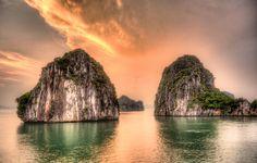 Sunset in Halong Bay [OC] [5094  3246] #reddit