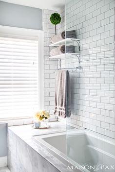 Shower tubs for small bathrooms small bathroom renovation ias shower tub combos for small bathrooms Small Master Bath, Rustic Master Bathroom, Modern Bathroom Design, Bathroom Designs, Tub Shower Combo, Shower Tub, Glass Shower, Bathroom Mirror Storage, Vanity Bathroom