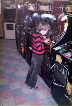 A typical early arcade. Arcade Game Room, Arcade Game Machines, Arcade Machine, Arcade Games, Retro Games, Retro Video Games, Digital Revolution, A Typical, Classic Video Games