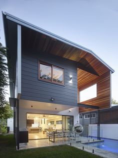 Sharp angles and mixed materials featuring Scyon Stria give this home a modern facade. Brisbane Architecture, Modern Architecture Design, Residential Architecture, Australian Architecture, House Architecture, Cladding Design, Exterior Cladding, Wall Cladding, Cladding Ideas