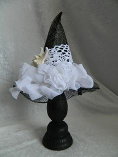 SHABBY CHIC WITCH - Mini Witch Hat - fascinator, hair clip, Halloween hat, photo prop, costume accessory Very nice, loose the star fish