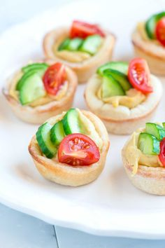 How to make pizza cups filled with hummus and veggies
