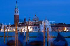"""blurred gondolas"" von Bernd Hoyen #fotografie #photography #fotokunst #photoart #stadt #städte #city #cities #gondel #gondeln #gondola #gondolas #blau #blue #nachtaufnahme #nachtaufnahmen #nightshot #nightshots #urban #stadtlandschaft #stadtlandschaften #cityscape #cityscapes #italien #italy #venedig #venice"