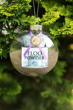 Harry Potter Christmas ornament from an Etsy shop – floo powder.… Harry Potter Christmas ornament from an Etsy shop – floo powder. It just needs a little glitter 😉 Harry Potter Navidad, Harry Potter Weihnachten, Harry Potter Love, Harry Potter Christmas Ornaments, Noel Christmas, Christmas Bulbs, Christmas Decorations, Hogwarts Christmas, Tree Decorations