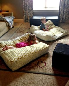 DIY Giant Floor Pillows (a fun sewing craft) Perfect for a basement family room! Family Christmas Presents, Diy Christmas, Giant Floor Pillows, Floor Couch, Kids Floor Cushions, Mattress On Floor, Home Projects, Sewing Projects, Futons