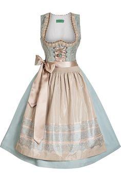 """Romantischer Vintage Look mit dem entzückenden Mini Dirndl """"Princess"""" von Country Line. Dieses Hochzeitsdirndl ist ein exklusives, streng limitiertes Design aus er Premium-Kollektion """"Gwandlalm by Marjo""""."""