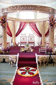 Indian Wedding: Smriti JB, indian wedding decor, indian mandap by Padman Padman Event Planners Decorators For more great inspiration visit us at Bride's Book home of the VIB Bridal Club Indian Wedding Sari, Indian Wedding Ceremony, Wedding Ceremony Ideas, Wedding Mandap, Big Fat Indian Wedding, Desi Wedding, Wedding Stage, Indian Weddings, Indian Reception