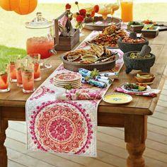 Wow que mesa! Orgullo mexicano también en la mesa...Comida mexicana.