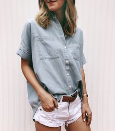 Amazing Summer Outfits To Wear Now 15 Short Sleeve Linen Shirt, Mini Short, Look Con Short, Casual Chique, Simple Summer Outfits, Style Summer, Denim Outfit, Denim Shirt Outfit Summer, Denim Shorts