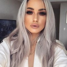 Bored of blonde hair and golden highlights? If Yes,then you should try the cool Silver hair which gives you an edgy and bold look which changes your makeover and overall style. Hair Inspo, Hair Inspiration, Maquillage Yeux Cut Crease, Grey White Hair, Gray Hair, Hair Looks, Lace Wigs, Dyed Hair, Makeup Looks