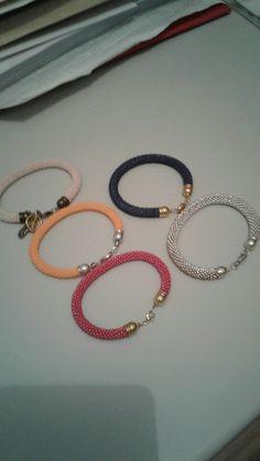 Larocaillttitude.canalblog.com  Réalisation de bijoux en perles sur Facebook  17 euros