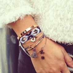 {Ensemble} Cette association or et bracelet Brésilien est le bienvenue autour de mon poignet pour cette hiver.