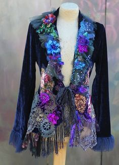 Midnight muse jacket bohemian romantic altered couture--oh Yes I would Wear this in a heartbeat! Gypsy Style, Bohemian Style, Boho Chic, Boho Outfits, Vintage Outfits, Mode Baroque, Hippie Stil, Look Boho, Altered Couture
