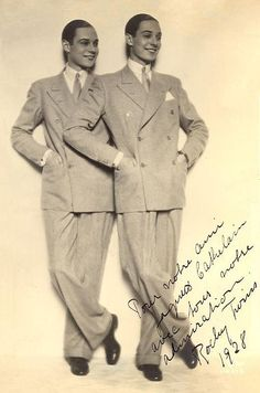 The story of the dancing Norwegian Rocky Twins in the Jazz Age of the and who imitated the famous Dolly Sisters in drag Vintage Couples, Vintage Twins, Roaring Twenties, The Twenties, Mode Vintage, Vintage Men, Human Oddities, Sister Act, Identical Twins