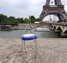 La tour Eiffel  エッフェル塔 La tour Eiffel   東京を離れ本場でロケハン(笑)  セーヌに掛かるイエナ橋の近くから撮影してみました。   エッフェル塔のスケール感は凄いですね。本物はいいです。  大きく広げた脚のアーチも美しいし、色もシック。   でも昔は反対されていたんだそうです。  古い歌の中に複雑な思いが綴られています。   La complainte de la tour Eiffel   Amis, chantons la complainte  De la pauvre Tour Eiffel  Écoutez sa morne plainte  Quand le vent souffle sur elle.