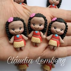 Apply Moana - Pastry World Polymer Clay Animals, Polymer Clay Dolls, Polymer Clay Projects, Polymer Clay Creations, Kawaii, Disney Cookies, Gum Paste Flowers, Cute Clay, Fondant Figures