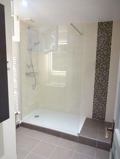 Turnkey bathroom with large shower Source by batiactureseau New Bathroom Ideas, Bathroom Interior, Slate Bathroom, Shower Bathroom, Small Bathroom Storage, Wet Rooms, Shower Remodel, Bathtub, House