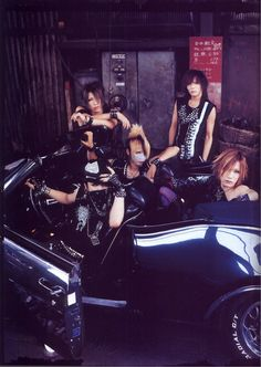 the GazettE - SHOXX Vol.141 - NOV 2004 ©tgdq.tumblr.com