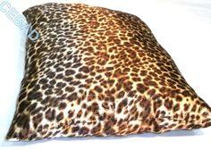 """Coussin satiné avec motifs noirs """"taches léopard"""" : Textiles et tapis par cebad-bretagne"""