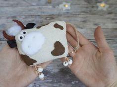 Christmas Elf Doll, Christmas Crafts, Cow Craft, Farm Fun, Sewing Stuffed Animals, Scrap Material, Applique Templates, Cat Pattern, Felt Diy