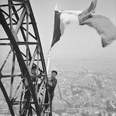 Drapeau français, Paris 1951 - Collection Roger-Viollet