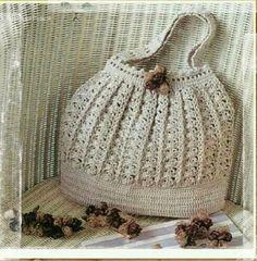 Olá!!! Esta linda bolsa é fácil de fazer e pode ser usada no dia a dia... Você pode usar barbante n°4 ou Anne com fio duplo... Mãos à...