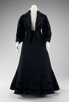 Walking suit J. Hartjen, an american designer.  Date: ca. 1905 Culture: American Medium: wool, silk, fur. I choose this design because it best describe what really happens in 1900. The S-bend corset, and high necks.  Info and image from: http://www.metmuseum.org/collections/search-the-collections/157423
