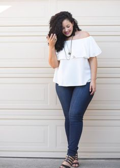 Off Shoulder Top, Jeans and layered Chocker Necklaces worn by Tanesha Awasthi, founder of Girl With Curves Curvy Outfits, Mode Outfits, Casual Outfits, Girl Outfits, Fashion Outfits, Fashion Ideas, Fashion Trends, Curvy Girl Fashion, Look Fashion