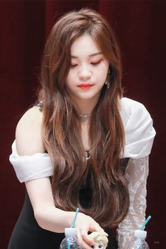 Who says you're not perfect? Kpop Girl Groups, Korean Girl Groups, Kpop Girls, Extended Play, Cute Baby Wallpaper, Wallpaper Ideas, Skinny People, Kim Ye Won, Cute Photography