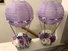 These hot air balloon centerpieces are the perfect eye catcher at baby showers. They come in a variety of colors, and different colors can be made to order. Send your request and I will get back to you with availability and turnaround time for delivery. Hot Air Balloon Centerpieces, Diy Hot Air Balloons, Diy Centerpieces, Baby Shower Centerpieces, Balloon Decorations, Masquerade Centerpieces, Balloon Ideas, Girl Baby Shower Decorations, Baby Shower Themes