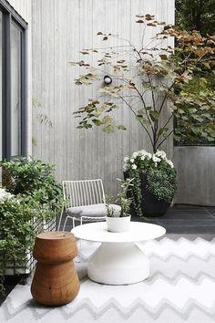 #garden #patio #terrace #balcony #rug #nicecoffeetable www.leemconcepts.nl