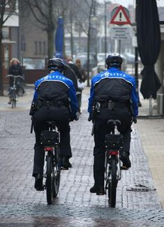 **Politie te fiets (Police-officers on their bikes)
