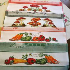 Cross Stitch Kitchen, Cross Stitch Patterns, Embroidery, Old Cards, Cross Stitch Fruit, Cross Stitch Bird, Crochet Designs, Dish Towels, Cross Stitch Embroidery