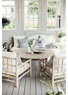 Sun Room , big coffee table