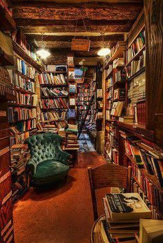 Librería Shakespeare  Co, París / i want to go to a place like this and just stay in it and read ...