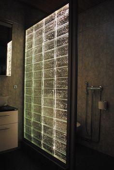 Vitrean muottiin valetusta lasiharkosta tehdään äärimmäisen kauniita sisustuselementtejä. Lasiharkkoja on saatavana useita värejä, kuvioita, kokoja ja muotoja. #habitare2015 #design #sisustus #messut #helsinki #messukeskus Lassi, Helsinki, Blinds, Curtains, Design, Home Decor, Decoration Home, Room Decor, Shades Blinds