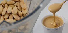In Ihrem Mixer können Sie Mandelmus selber machen, ich zeige Ihnen, wie das geht. Verwenden Sie Mandeln oder andere Nüsse für cremiges Mus ohne Extra-Öl.