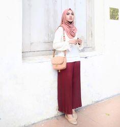 Casual Hijab Outfit, Ootd Hijab, Hijab Chic, Pink Fashion, Fashion Pants, Trendy Fashion, Fashion Outfits, Bohemian Fashion, Fashion Clothes