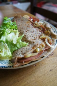 Gourmandises et Merveilles: Galette aux oignons, fromage à raclette et jambon cru French buckwheat pancake with raclette cheese and onions