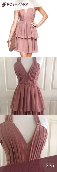 "H&M Dusty Rose Pink Chiffon Ruffle Dress - sz 4 H&M v-neck chiffon party dress in dusty rose pink / mauve color. Ruffled skirt with criss cross back. Hits slightly above the knees. Waist 26"", length 28"". Super cute! H&M Dresses Mini"