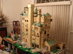 I want a room in my house, just for lego harry potter world. Harry Potter Props, Harry Potter Dolls, Lego Harry Potter, Lego Hogwarts, Lego Craft, Nerd Crafts, Lego Trains, Lego Castle, Lego Worlds