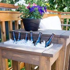 Build the perfect outdoor end table! Switch out the planter for an ice bucket. Perfect for parties! Get the free woodworking plans at The Handyman's Daughter.