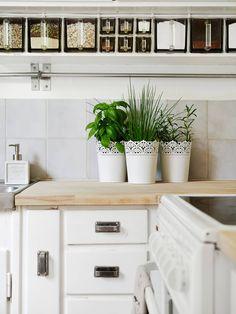 kitchen. White+natural wood