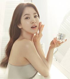 She shot to fame in the early and is still going from strength to strength while looking better than ever. With talent, hard work, and a little bit of magic from LANEIGE Song Hye Kyo, Song Joong Ki, Korean Makeup Brands, Korean Skincare, Secret Song, Pretty Songs, Glowing Face, Laneige, I Love Makeup