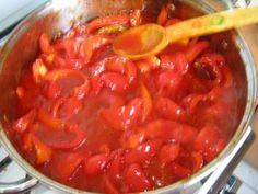 Gogosari in sos tomat pentru iarna Gogosari in sos tomat pentru iarna – Retetele Marianei Canning Pickles, Chana Masala, Beans, Food And Drink, Vegetables, Cooking, Ethnic Recipes, House, Dukan Diet