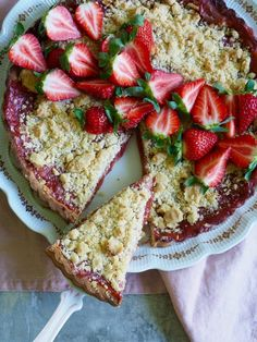 Rhubarb pie with strawberries and crumble topping - Food On Table Rhubarb Pie, Crumble Topping, Avocado Toast, Baking Recipes, Strawberry, Dessert, Breakfast, Tarts, Desserts