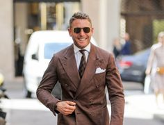 2864123-lapo-elkann-fait-du-shopping-a-milan-it-810x620-1.jpg (800×612)