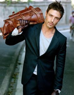 Men's Black Suit, Grey Long Sleeve T-Shirt, Brown Leather Briefcase, Dark Brown Leather Gloves Fashion Moda, Look Fashion, Mens Fashion, Gentleman Mode, Gentleman Style, Mode Masculine, Masculine Style, Sharp Dressed Man, Well Dressed Men