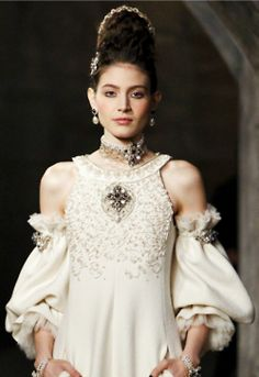 Chanel pre-fall 2013....ohhh, those sleeves!